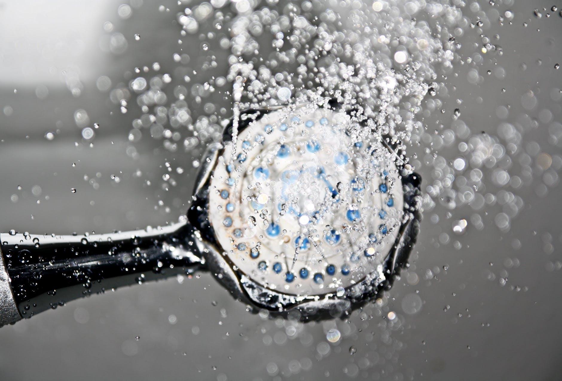 Контрастный душ от растяжек во время беременности