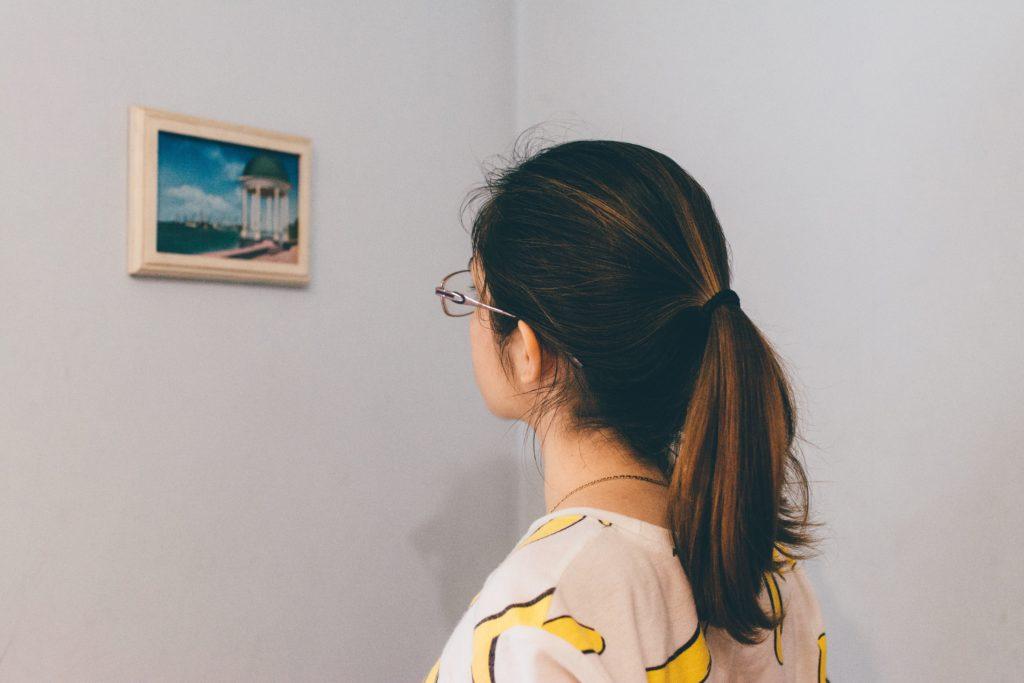 Девочке понравилась картина