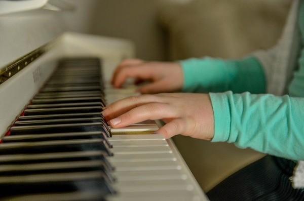 Научиться играть на инструменте