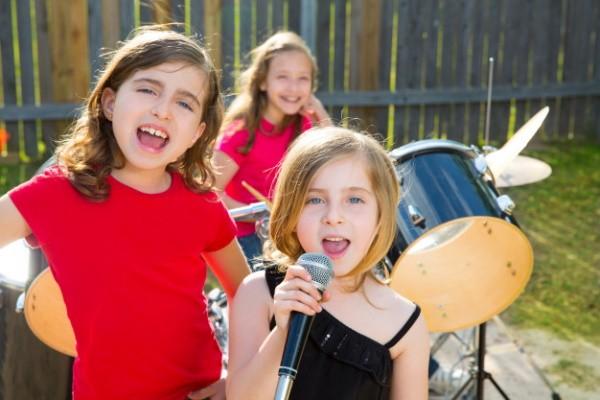 Веселая музыкальная детская группа