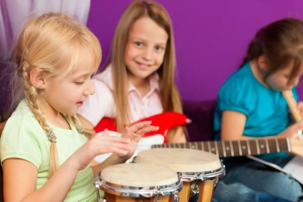 Маленькие участники музыкального ансамбля